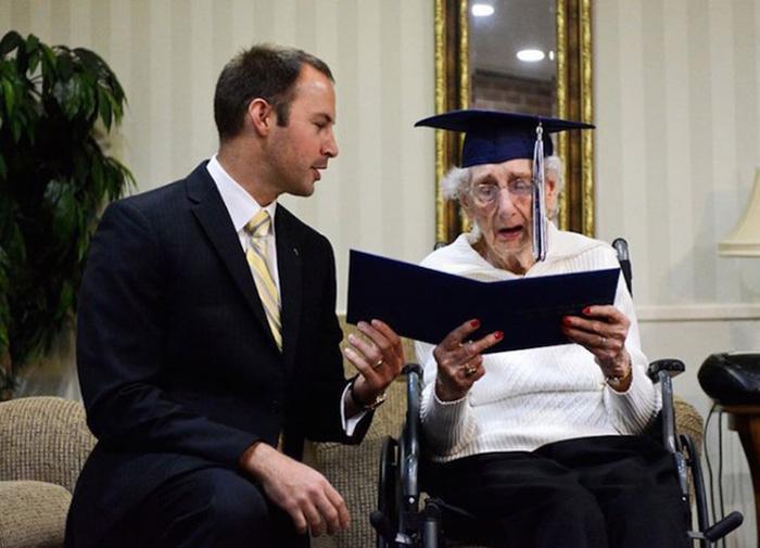 97 Yaşında Gelen Diploma Sevinci