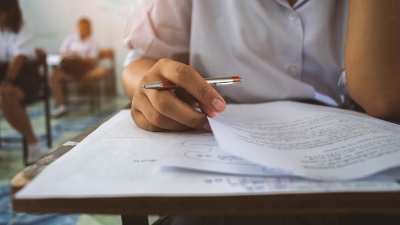 Sınav Stresine Yenik Düşmeyin
